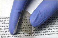 Πηγή φωτογραφίας: A darkened electrochromic film on plastic prepared by chemicalcondensation. Credit: Cockrell School of Engineering