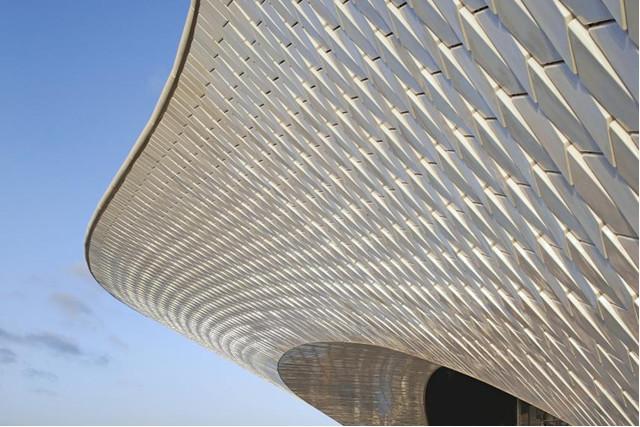 Πηγή εικόνας: Newsweek. A view of the riverside facade of MAAT in Lisbon, Portugal.HUFTON + CROW.